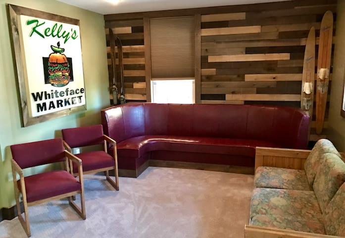 Living room, lounge room, TV room