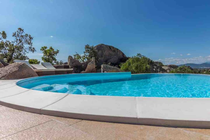 Villa le farfalle with infinity pool private