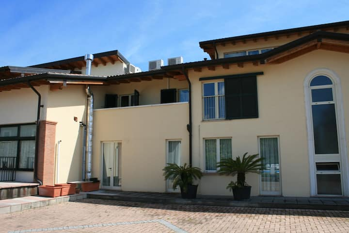 Agriturismo with pool, next 9 hole golf course and close to Salò and more.