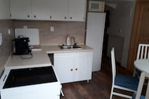 Plne zarizena kuchyne, vc. kavovaru na kapsle Tassimo, mikrovlny,lednicky