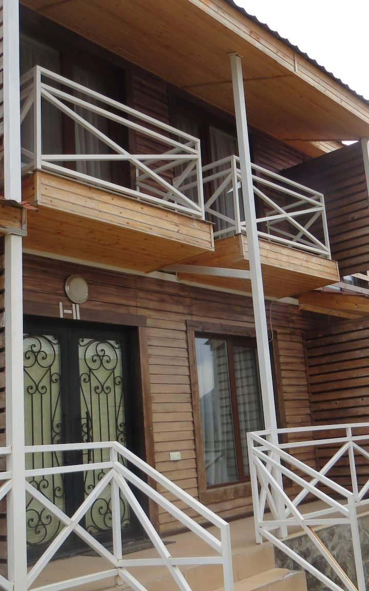 Двухэтажный коттедж в Бакуриани
