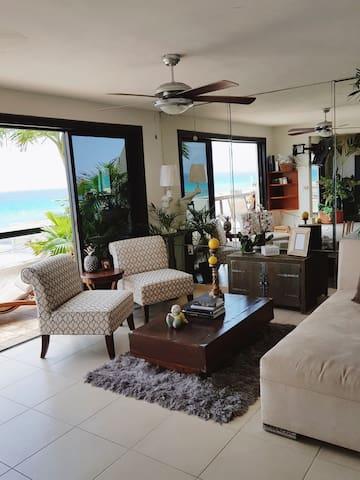 Bright & Airy Room in Shared Luxury Villa w/bath