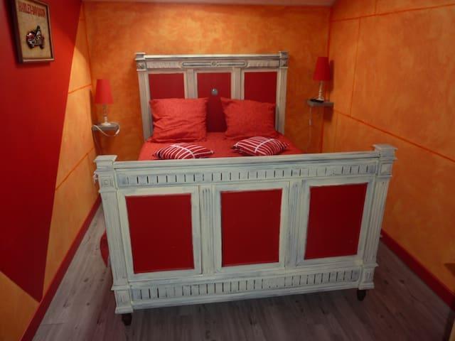 L'orange , chambre salle de bain commune