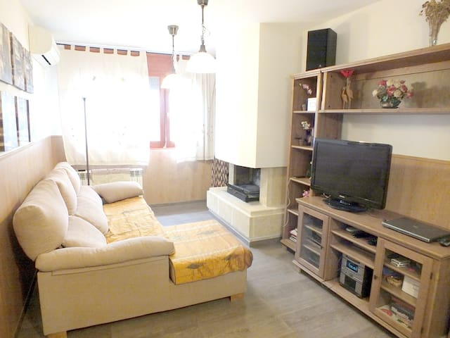 Beautiful apt in Peramola & Wifi