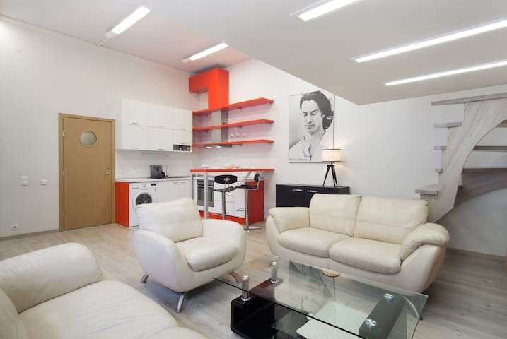 Space apartment in authentic building | Central