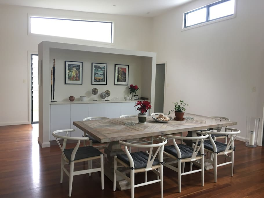 Dining for 8-10 on a comfortable, stylish table.
