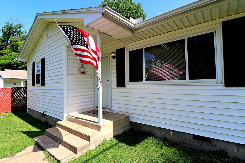 Enjoy a slice of Americana in this quaint cottage.