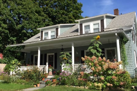 Charming cottage in Shelburne Falls - Shelburne Falls
