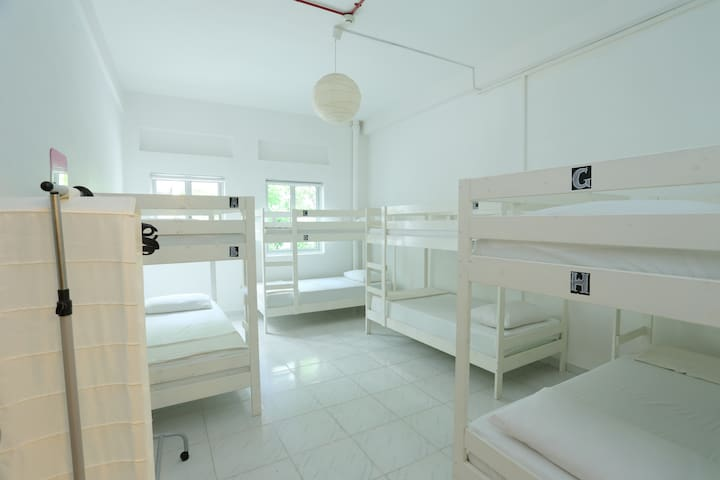 Gusti Bed & Breakfast - 1 Single Bed (Shared)