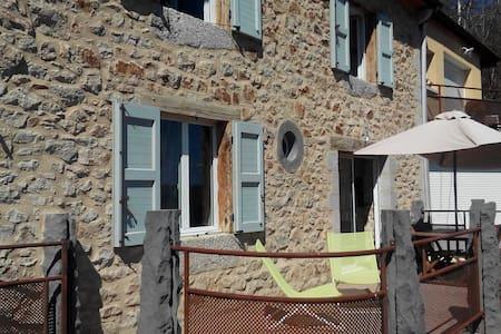Chambres dans maison /petits déj-Bed&Breakfast - Chaudes-Aigues - 独立屋
