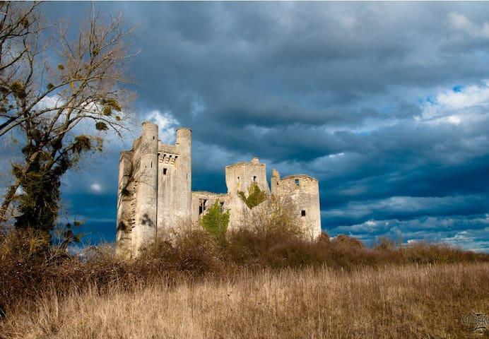 La Ferme du Chateau - Varennes-lès-Narcy - Rumah