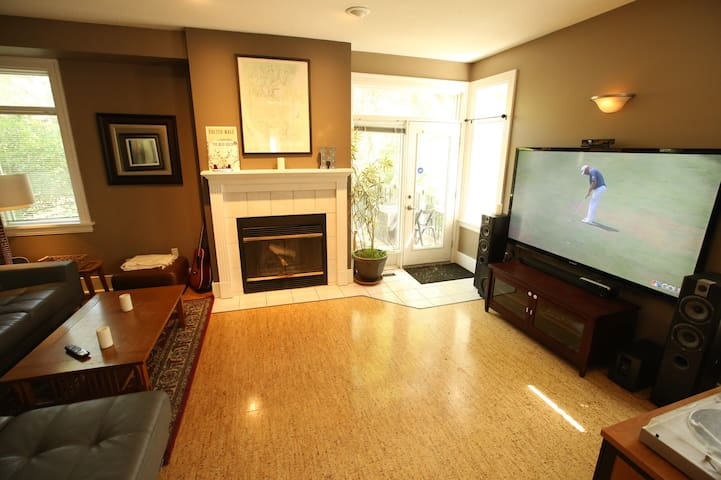 Entire Lakeview Home just off Wascana Park