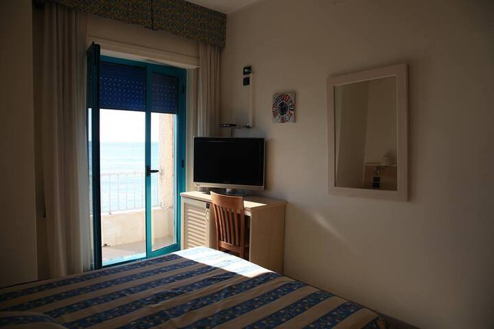Sea Palace Hotel, ad un metro dal mare...
