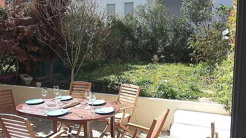 Magnifique t3 jardin et terrasse appartements louer for Jardins et terrasses lyon