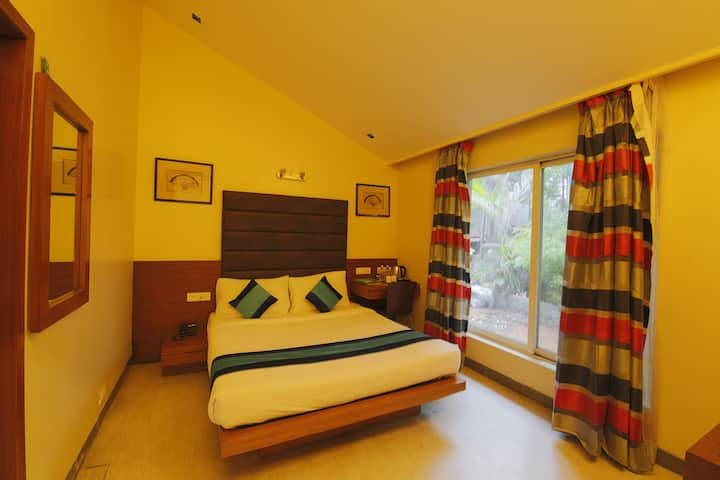 Spacious 1 BHK in Koregaon Park next to Osho