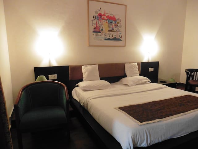 Deluxe Room In Connaught Place, New Delhi