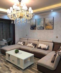 澄江抚仙湖花花名宿公寓三居室(1号房)