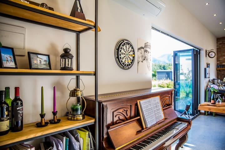 """SARA's studio"" [전원주택,최고전망](15min.한옥마을) 픽업문의 사절^^"