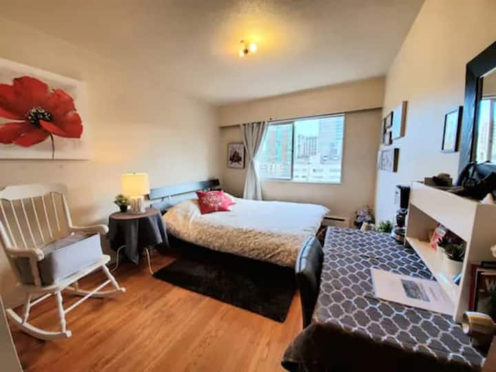 ★BUDGET! LOCATION! Stay in central downtown; 3beds