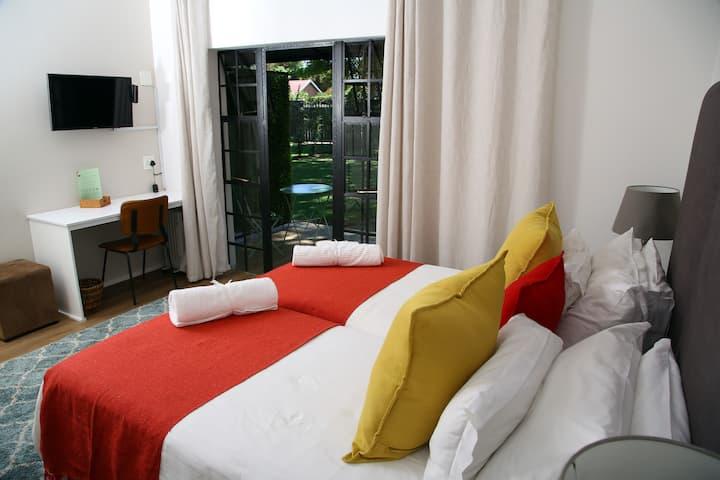 Stunning, Spacious Suite in Garden Oasis Sandton