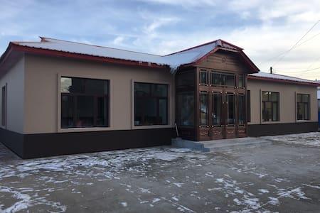 亚布力镇内最温馨的民宿,带有一间电竞四人间,入住本房源可享受VIP待遇,带给您家一样的感觉!!!