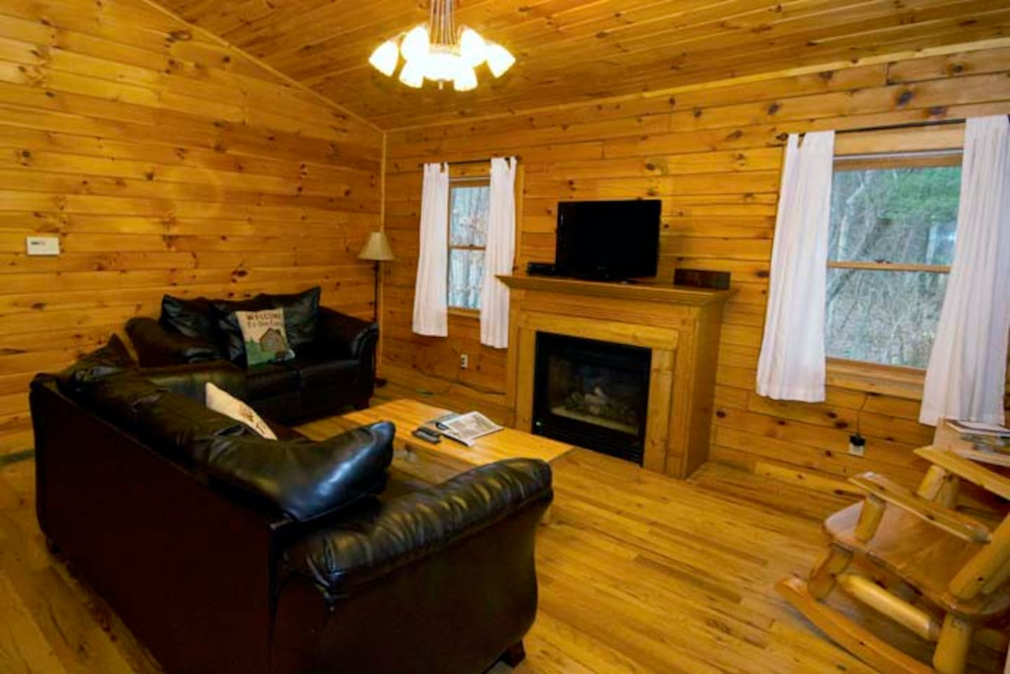 cabins rentals s pet secluded ohio friendly with hot tubs logan in