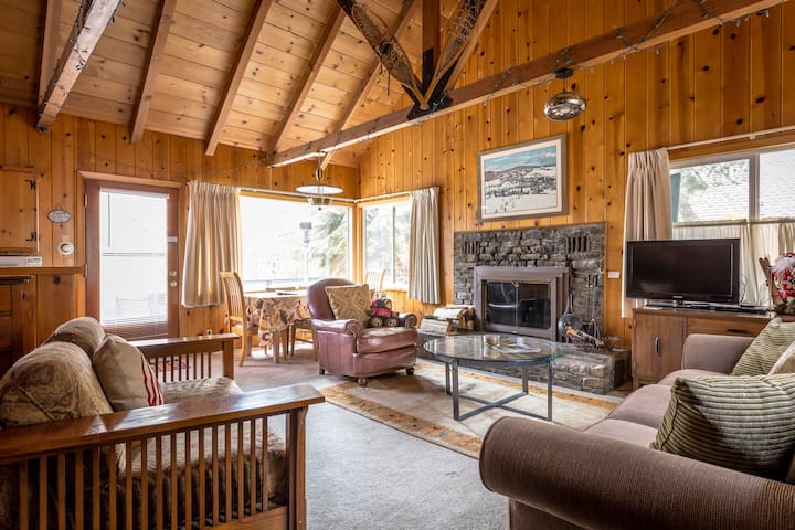 Authentic Tahoe Cabin, Close to Beach and Ski WIFI - Tahoe City - Blockhütte