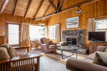Authentic Tahoe Cabin, Close to Beach and Ski WIFI - Tahoe City