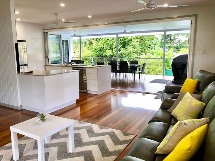 Upmarket Queenslander Home - 6km To The City!
