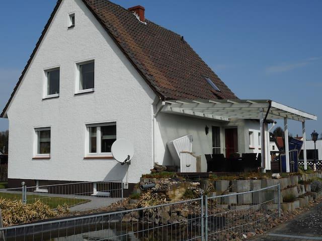 Modernes Ferienhaus der besonderen Art mit Garten