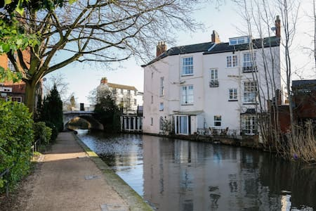 Canal Side 2 Bedroom Apartment - Royal Leamington Spa - Apartment