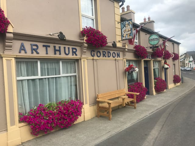 Gordon's Bar and Guesthouse