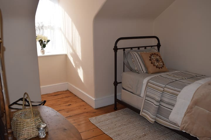Rose Room: Twin size bed on the third floor