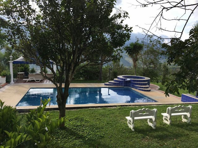 Hermosa villa con espectacular vista en Dagua.