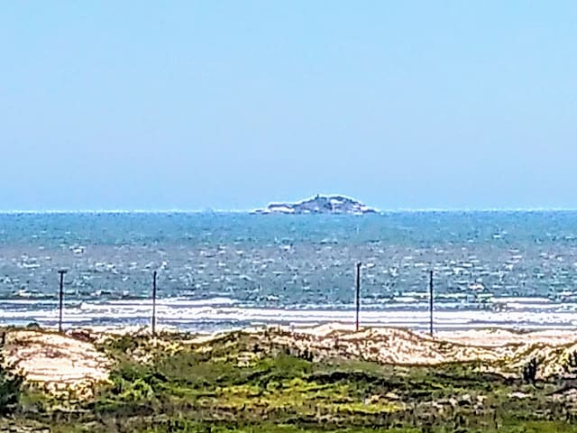 Apto com 2 Dorm ,vista para o mar- 300 MTS do mar