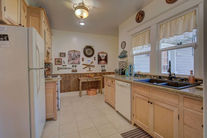 Charming home in Historical Grants Pass