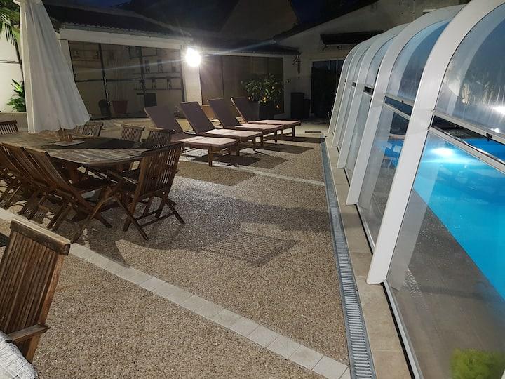 Chambre et piscine(couverte) privée+petit déjeuner