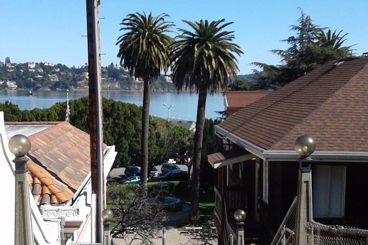 Simple studio boasts amazing views nearby - Sausalito - Apartamento
