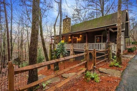 Escape to Bear's Lair! Unique Mountain Luxury Home