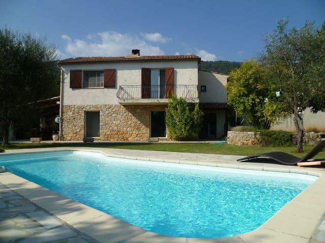 Charmante Villa pour 6 personnes avec piscine
