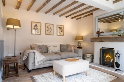 Peartree: Cosy 150 years old Cotswolds cottage