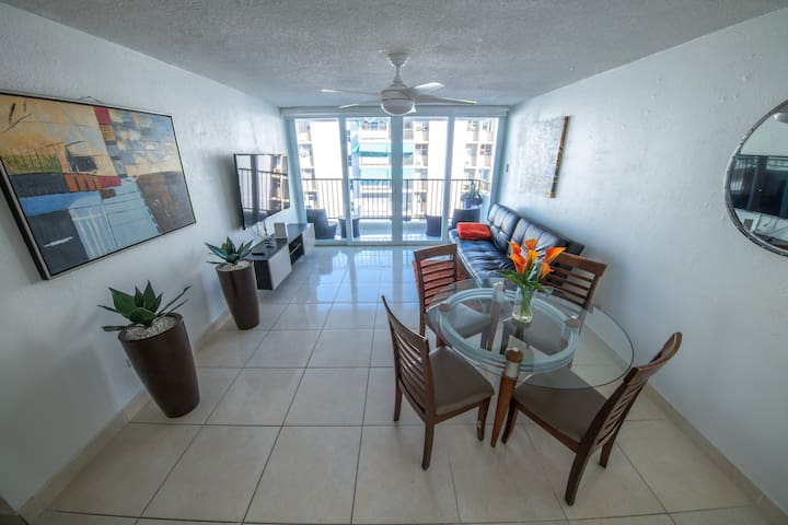 24/7 Security Isla Verde Apt Walk to Beach+Parking