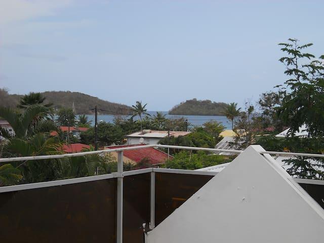 villa près de la plage ( 2 minutes) - Les Trois-Îlets - Hus