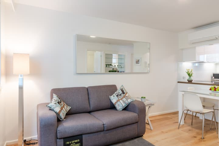 JUST LISTED,  BRAND NEW,  LUXURY 1 BR, SAVE 33%