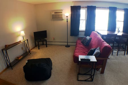 Best access to NDSU + downtown, simple living. - Fargo - Apartment