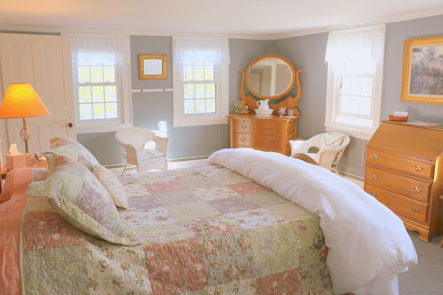 Comfy Sunny Room with Queen Bed and a Water View!
