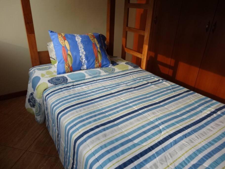 2段ベッド下