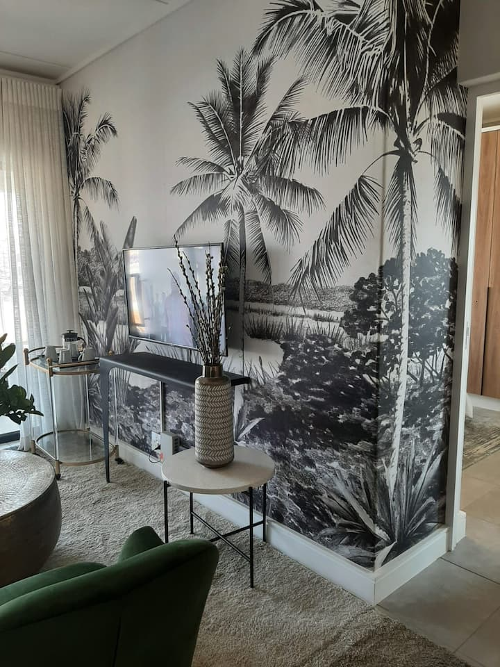 Waterfall Condo with WiFi, DSTV, Netflix