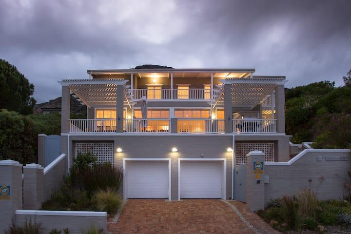 Luxury Self-catering Seaside Villa (Felsensicht)