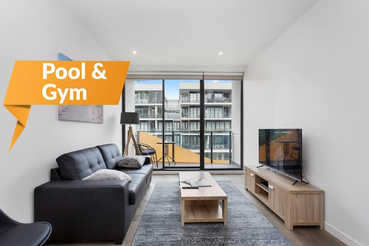 ☆ Sandy Hill Apartment ☆ Pool Gym & Netflix ☆